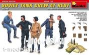 35246 1/35 MiniArt Soviet tank crew at rest