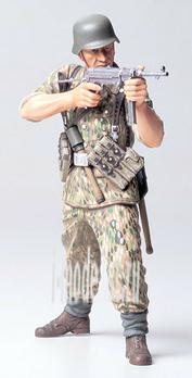 36303 Tamiya 1/16 WWII German Elite Infantry Man