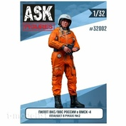 ASK32002 All Scale Kits (ASK) 1/32 Pilot of the Russian Air Force / VKS in the VMSK (tablet in hand) #2