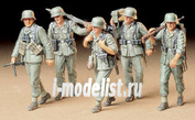 35184 Tamiya 1/35 Немецкие пулеметчики с MG42, MG34, MP40 и KAR98K на марше (5 фигур)