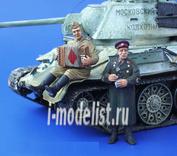 132 Plusmodel 1/35 Red Army Soldier, WWII – Accordionist & NKVD Officer (солдат Советской армии с аккордеоном и офицер НКВД, 2 фигуры)