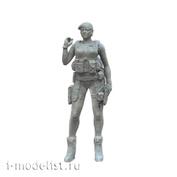 im35008 Imodelist 1/35 Фигура девушки-бойца (в берете) с автоматом