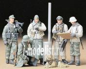 35212 Tamiya 1/35 Нем. солдаты зимой вокруг полевой печки (5 фигур)